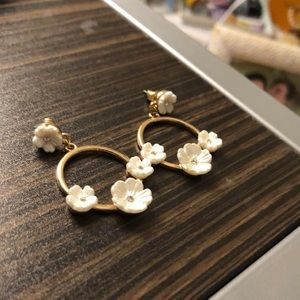 Dangly Gold and White Flower Earings